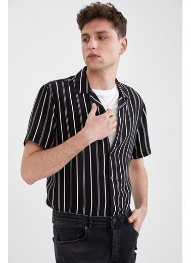 DeFacto Regular Fit Çizgili Kısa Kollu Gömlek Siyah